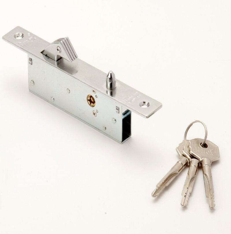 Hook bolt slam lock